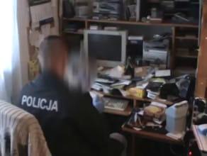 Policjanci wytropili w sieci pedofila