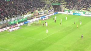Piłkarze Lechii Gdańsk domagali się karnego, dostali róg