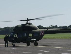 Wojskowe Mi-2 na poligonie