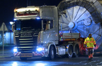 Nocny transport zbiornika na olej