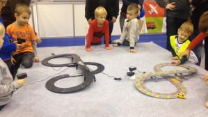 Dzieci bawią się na Targach Gra i Zabawa