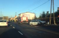 Skasowany opel astra na drodze