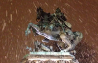 Pomnik króla Sobieskiego w śnieżycy