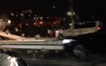 Rozbity samochód na rondzie de la Salle