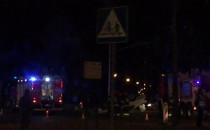 Trwa akcja straży i policji po dachowaniu...