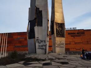 Zniszczony Pomnik Poległych Stoczniowców