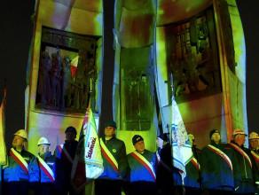Pomnik Poległych Stoczniowców zapłonął światłem