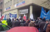 KOD protestuje pod siedzibą PiS w Gdańsku