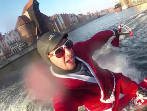 Święty Mikołaj pływał po Motławie na wakeboardzie