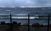 Orkan Barbara na falochronie zachodnim.