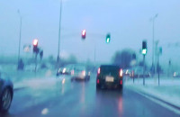 Czy kierowca z lewego pasa mógł przejechać na czerwonym?