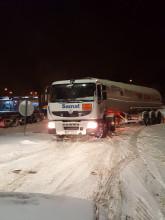 Ciężarówki jadą pod prąd