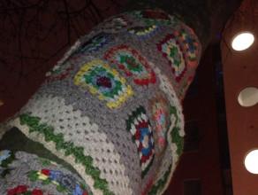 Drzewo w swetrze i drzewo w szaliku