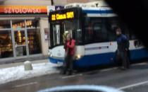 Pijani mężczyźni zatrzymali autobus i...