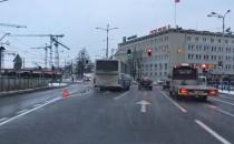 Awaria autobusu blokuje lewoskręt na 3 Maja