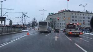 Zablokowany pas do skrętu w lewo z 3 Maja w Hucisko