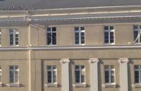 Poranne mycie okien szpitala w Gdyni bez zabezpieczeń