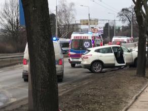 Skutki zderzenia czołowego na Al. Zwycięstwa w Gdyni