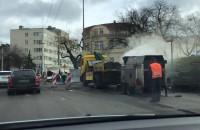 """Drogowcy kładą """"gluty"""" na jezdni w Gdyni"""