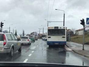 Zepsuty autobus powoduje korek na Wielkopolskiej