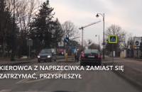 Kierowca nie przepuszcza pieszych na przejściu