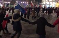 Taniec zwolenników Donalda Tuska