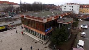 Budynek LOT-u: brzydkie kaczątko Głównego Miasta