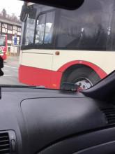 Kierowca autobusu ma w nosie