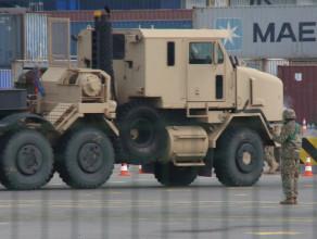 Amerykański sprzęt wojskowy w gdańskim terminalu kontenerowym
