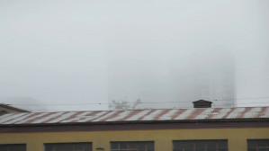 Gęsta mgła zasłoniła Sea Towers w Gdyni