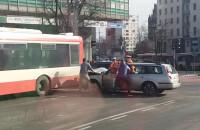 Kolizja autobusu przed Zieleniakiem