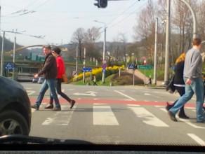 Na czerwonym między pieszymi w Gdyni