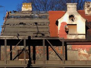 Częściowo opuszczony budynek przy Morskiej