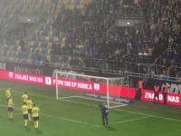 Kibice i piłkarze po meczu Arka - Wigry