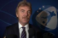 Zbigniew Boniek przywiózł do Gdyni puchar młodzieżowego mistrza Europy