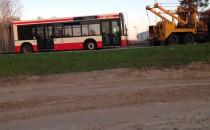Autobus holowany do zajezdni