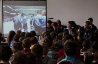 Mistrzowie Polski juniorów w hokeju na lodzie odwiedzili dawną szkołę