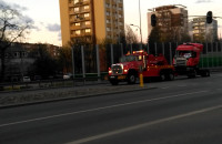 Transport tira z wypadku na ul.Hallera