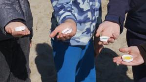 Turniej gry w kapsle na sopockiej plaży