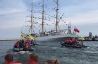Piłkarze Arki Gdynia na łodziach motorowych