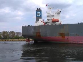 Cypryjski tankowiec Rosa wpływa do Gdańska