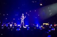 Enrique Iglesias  - Hero zaśpiewany po drugiej stronie widowni