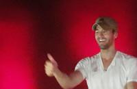 Enrique Iglesias zabawia publiczność