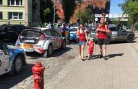 Sportowe samochody pod Stocznią Gdańską