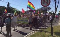 W marszu idzie kilka tysięcy osób