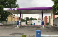 Nieczynna stacja paliw eMILA przy ul. Morskiej w Gdyni