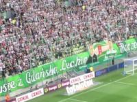 Kibice witają na boisku Piotra Wiśniewskiego