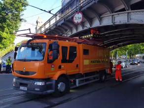 Zerwana sieć tramwajowa na Hallera