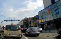 Autobus GAiT blokuje skrzyżowanie