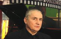 Romuald Koperski bije rekord w graniu na pianinie